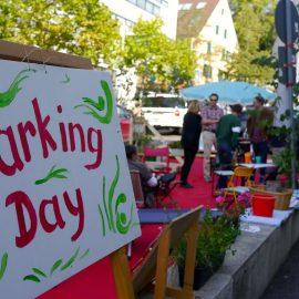 Beim PARKing Day 2020 war es erneut grüner und bunter als sonst, statt grauem und zugepartem Asphalt blühten Pflanzen und luden zum Verweilen ein