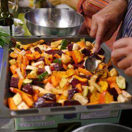Ein Highlight bei dieser Schnippeldisco: Ofengemüse mit firschen Kräutern und Öl