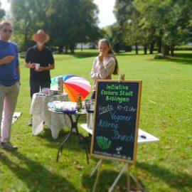 Die Sonne strahlt Ende August beim veganen Mitbring-Brunch der Initiative Essbare Stadt Böblingen zusammen mit dem veganen Stammtisch Böblingen/Sindelfingen: treVpunkt